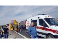 Kontrolden çıkan kamyon yan yattı: 2 yaralı