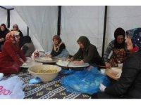 Ev hanımları bu sefer Mehmetçik için hamur açtı