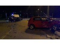 Manisa'da iki otomobil çarpıştı: 4 yaralı