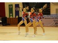 Aeorobik jimnastik minikler karşılaşmaları Kuşadası'nda başladı