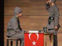 """Öğrencilerden """"Çanakkale Geçilmez"""" tiyatrosu"""