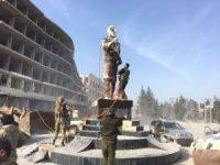 Terörsitlerin kutsiyet atfettiği heykel böyle indirildi