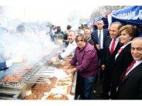 MHP Kurultayı'na katılanlara Adana kebabı