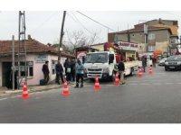 Sultanbeyli'de motosiklet onarım aracına çarptı: 2 yaralı