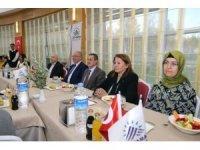 İl protokolü Afrin'de görevli askerlerin aileleriyle yemekte bir araya geldi