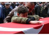 Şehit babaya kızından asker selamı