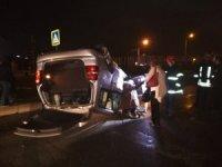 Kocaeli'de iki otomobil kavşakta kafa kafaya çarpıştı: 4 yaralı