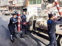 Eyüpsultan'da yolu işgal eden dükkan sahiplerine zabıtadan operasyon