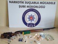 Uyuşturucu satıcılığı yapan 3 kişiden 2'si tutuklandı