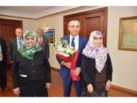 """Vali Çeber'e """"Yaşlılar Haftası"""" ziyareti"""