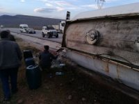 Yakıt dolu tanker devrildi: 1 yaralı
