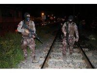 Tren hattı yanında yakılan ateş polisi alarma geçirdi