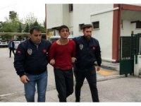 Bıçaklı gaspçılar polisten kaçamadı
