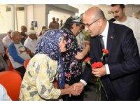 """Vali Demirtaş: """"Yaşlılarımızın en büyük ihtiyacı ilgi, şefkat ve sevgidir"""""""