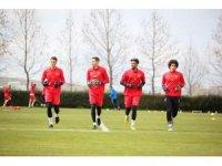 Kayserispor'un genç kalecileri Fenerbahçe maçı için eldiven bekliyor