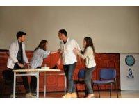 Tıbbiyelilerden tiyatrolu mesaj