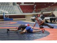 Türkiye Genç Kadınlar Güreş Şampiyonası Yalova'da başladı