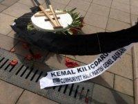 Hasan Celal Güzel'in cenazesinde Kılıçdaroğlu'nun çelengi devrildi