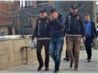 Uyuşturucu satarken yakalanan suç makinesi tutuklandı