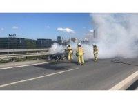 TEM Otoyolu'nda otomobil alev alev yandı