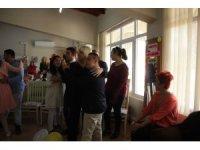 Ak Parti Marmaris Teşkilatından 'Dünya Mutluluk Günü' Etkinliği
