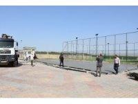 Nusaybin'de okullarda spor alanı ve boyama çalışmaları başladı
