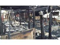 Çıkan yangında 2 kafeterya kullanılamaz hale geldi