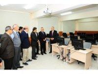 YYÜ'de 'Bilgisayar Laboratuvarı' açıldı