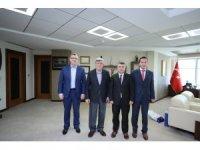 Başkan Karaosmanoğlu özel bir okulun yönetimini ağırladı