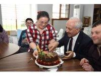 Başkan Gül down sendromlu çocuklarla pasta kesti