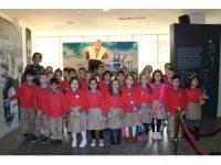 Minikler Çanakkale Zaferi sergisini geziyor