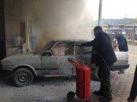 Kaynak yapılan otomobil cayır cayır yandı