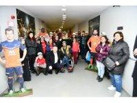 Engelli öğrenciler, Başakşehir antrenmanını ziyaret etti