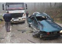 Hafriyat kamyonu ile otomobil çarpıştı: 1 yaralı