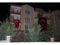 Konyalı şehidin baba evine Türk bayrağı asıldı