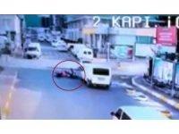 Motosikletlinin kıl payı ölümden kurtulduğu anlar kamerada