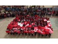 Öğrenciler Şehitlerin isimleri yazılı balonları uçurdu