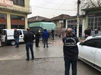 Geri geri gelen kamyonun çarptığı cami bekçisi kurtarılamadı