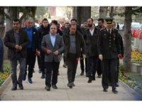 Eskişehirsporlu oyuncular vasiyet üzerine şehit Mithat Dunca'nın kabrini ziyaret etti