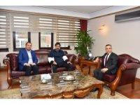 Kardemir Karabükspor Teknik Direktörü Karaman'dan Vali Çeber'e ziyaret