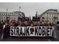Polonya'da kadınlar kürtaj yasasına karşı yürüdü