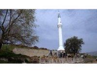 Deprem her şeyi yıktı bir tek minare ayakta kaldı