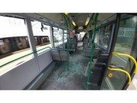 Tır belediye otobüsüne yandan çarptı, yolcular araçta savruldu