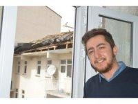 Eleşkirt'te şiddetli rüzgar evlerin çatısını uçurdu