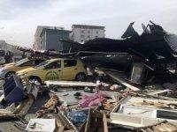Iğdır'da çatı taksi durağına uçtu: 3 yaralı