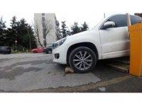 Park halindeyken freni boşalan araç yayayı ezdi