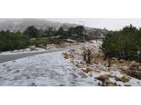 Spil Dağı'na Mart ayında kar düştü