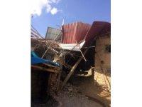 Kahramanmaraş'ta şiddetli rüzgar çatıları uçurdu