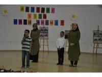 Dörtyol'da öğrenciler ve annelerinden şiir düeti