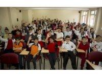 Başkan Çelik, Besime Özderici İlkokulunda öğrencilerle buluştu